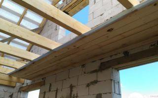 Как сделать черновой потолок по деревянным балкам своими руками