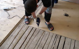 Как выполняется подготовка основания под ламинат