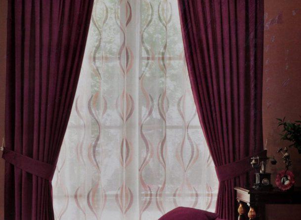 А вы знаете, как правильно применить бордовые шторы в интерьере комнат ?0