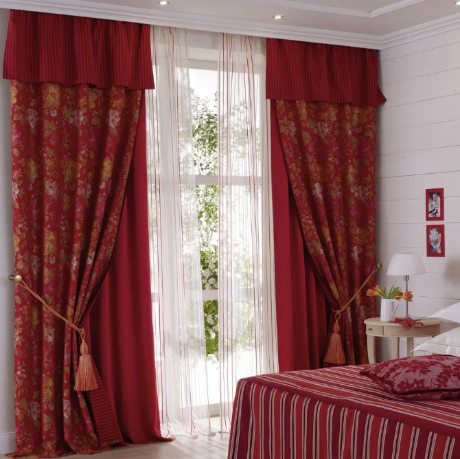 А вы знаете, как правильно применить бордовые шторы в интерьере комнат ?1