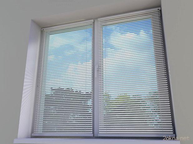 Алюминиевые жалюзи: виды и особенности установки на пластиковые окна1