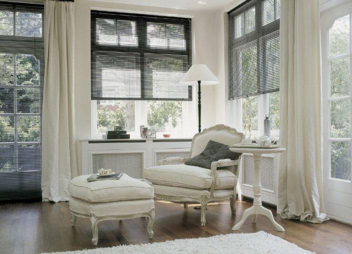 Белые шторы в интерьере: секрет красоты в каждой комнате7
