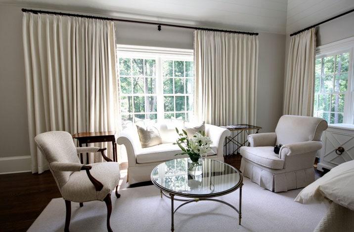 Белые шторы в интерьере: секрет красоты в каждой комнате0
