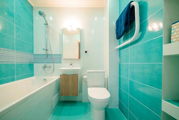 Бирюзовый цвет для маленькой ванной комнаты5