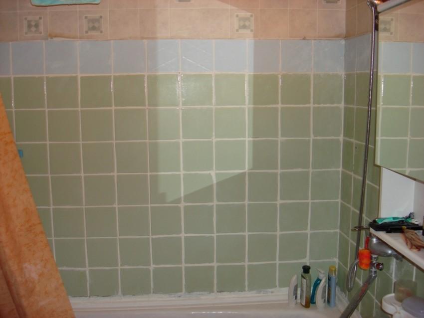 Демонтаж старой плитки в ванной комнате1