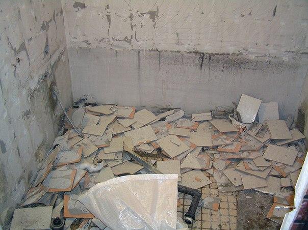 Демонтаж старой плитки в ванной комнате2