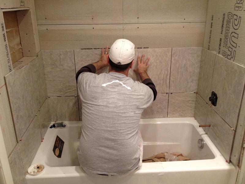 Демонтаж старой плитки в ванной комнате5