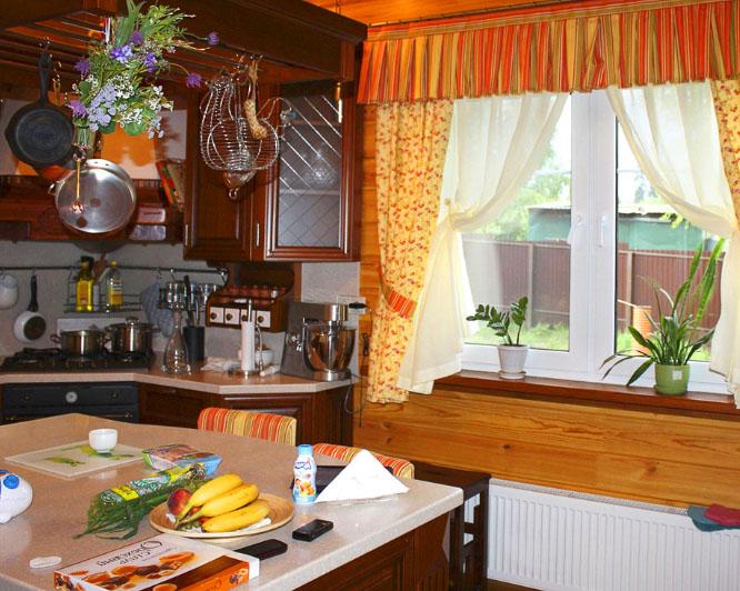 Деревенские шторы для кухни: выберите вариант оформления вашего окна3