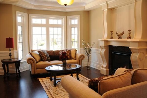 Дизайн гостиной с грациозным эркером7