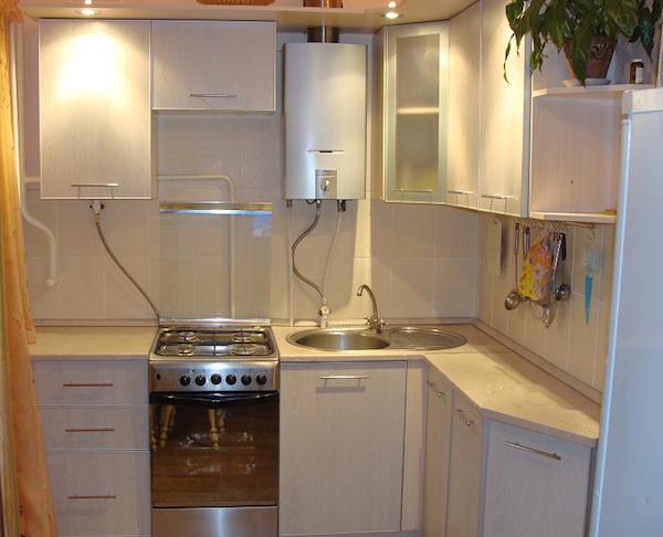 Дизайн кухни с газовой колонкой3