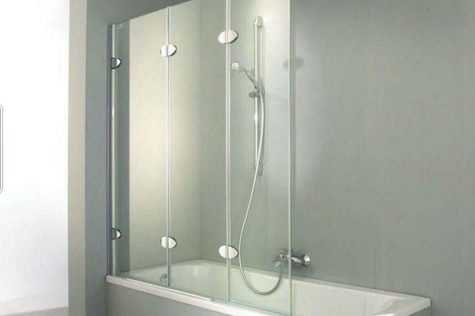 Дизайнеры советуют: декорируем ванную при помощи стеклянных шторок0