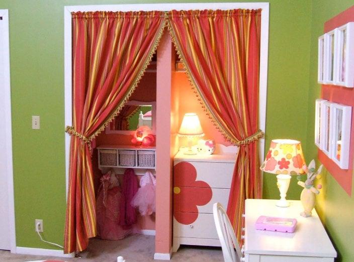 Если повесить цветные шторы на окна— это красиво или нет?3