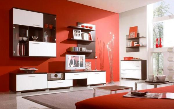 Гостиная с коричневыми, красными, золотыми обоями5