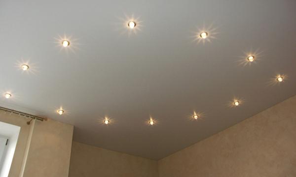 Идеи расположения светильников на натяжном потолке4