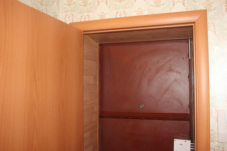Использование ламината для откоса входных дверей0