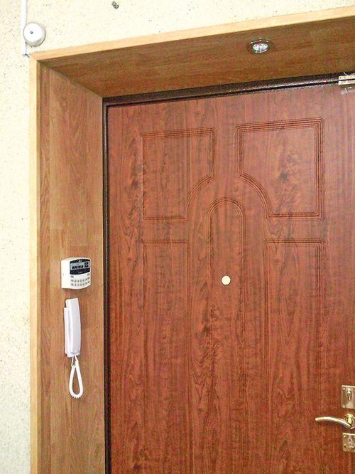 Использование ламината для откоса входных дверей4