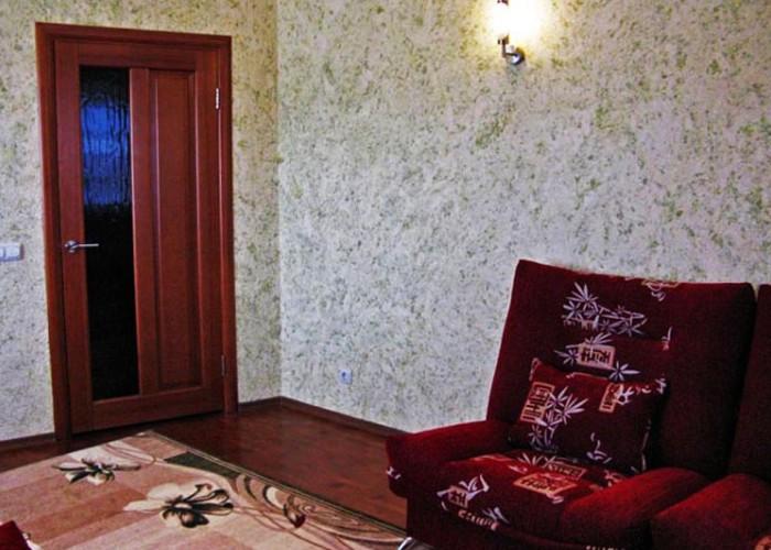 Использование в интерьере гостиной жидких обоев, достойные примеры2