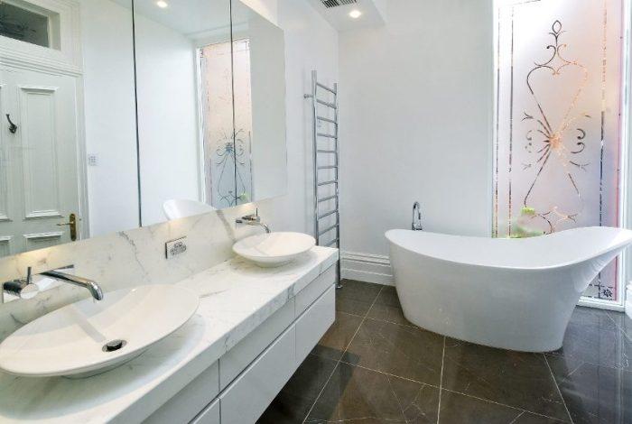 Как использовать в ванной комнате жидкие обои4