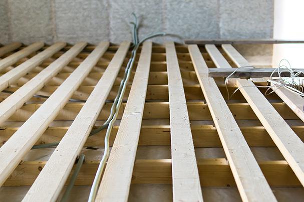 Как к бетонному полу произвести крепление лаг?4