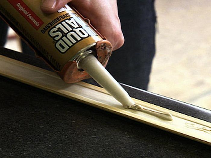 Как крепить пластиковый плинтус к полу: порядок работ5