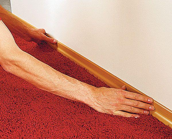 Как крепить пластиковый плинтус к полу: порядок работ6