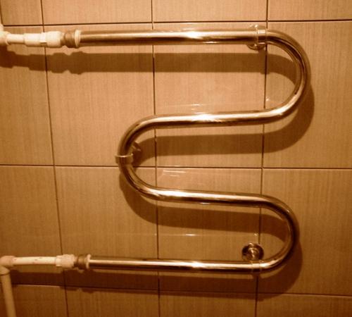 Как крепить полотенцесушитель9