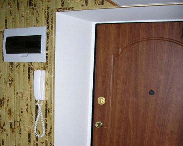 Как можно оформить дверной проем входной двери1