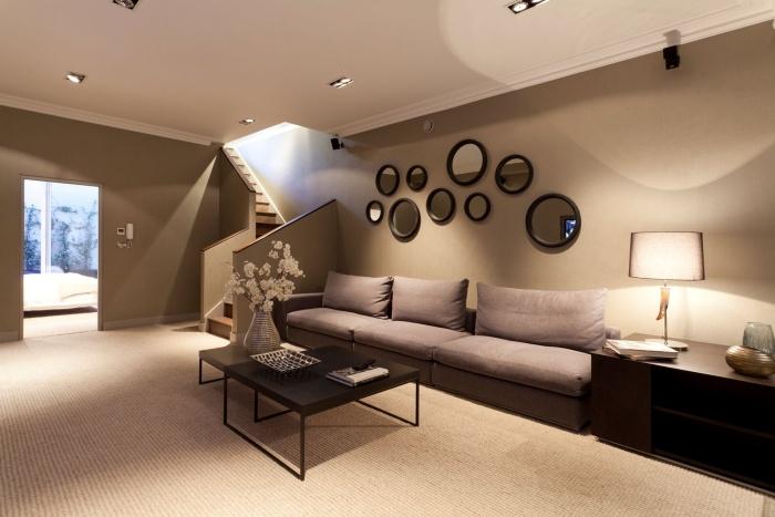 Как оформить стены в гостиной?1