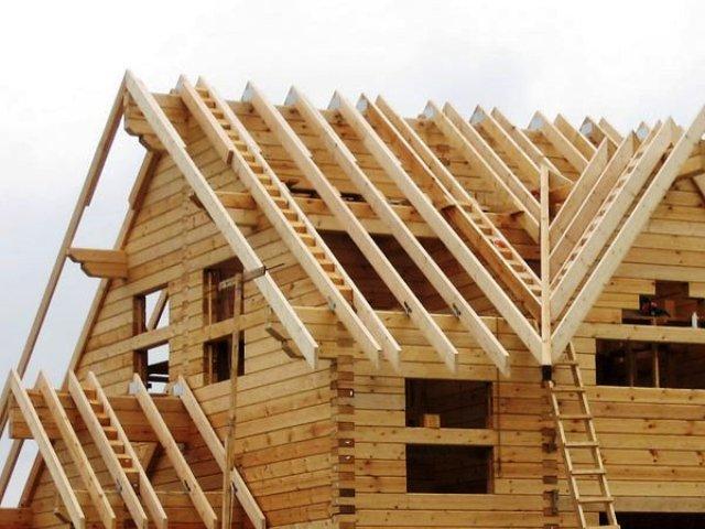 Как построить крышу? крыша в доме из бруса1