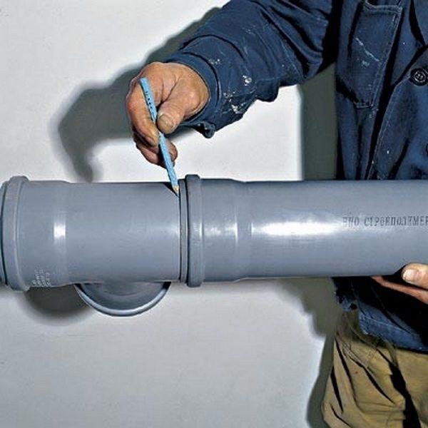 Как правильно врезаться в канализационную трубу?2