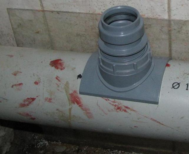 Как правильно врезаться в канализационную трубу?5