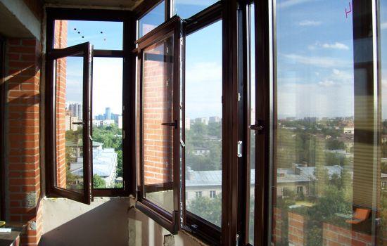 Как происходит алюминиевое остекление балкона1