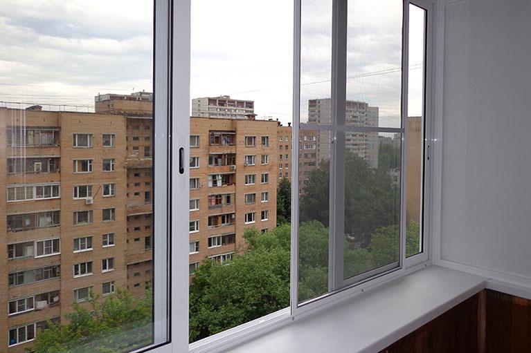 Как происходит алюминиевое остекление балкона2