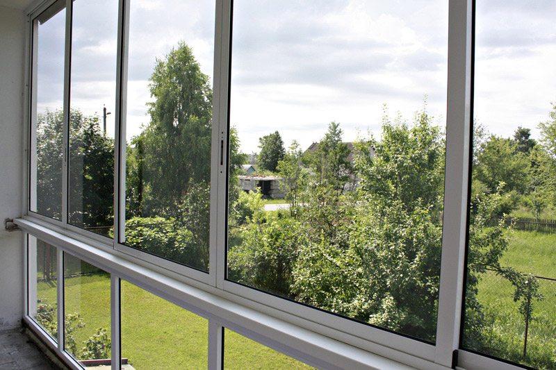 Как происходит алюминиевое остекление балкона4