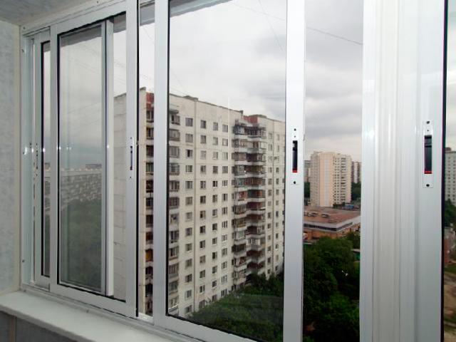 Как происходит алюминиевое остекление балкона6