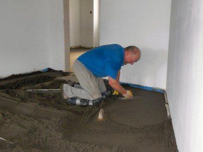 Как ровно залить пол бетоном в доме или квартире самостоятельно (видео)2