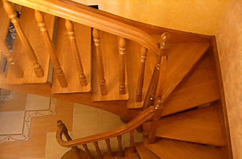 Как установить балясины и столбы на лестницу4