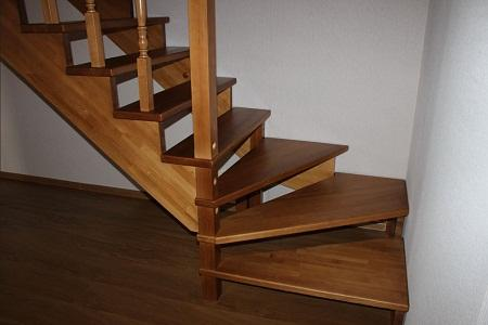 Как установить балясины и столбы на лестницу6