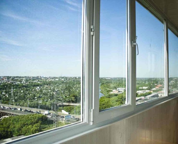 Какие балконы лучше, пластиковые или алюминиевые: подробный обзор1