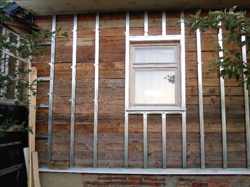 Каркас под сайдинг из металлического профиля и деревянного бруса: особенности монтажа5