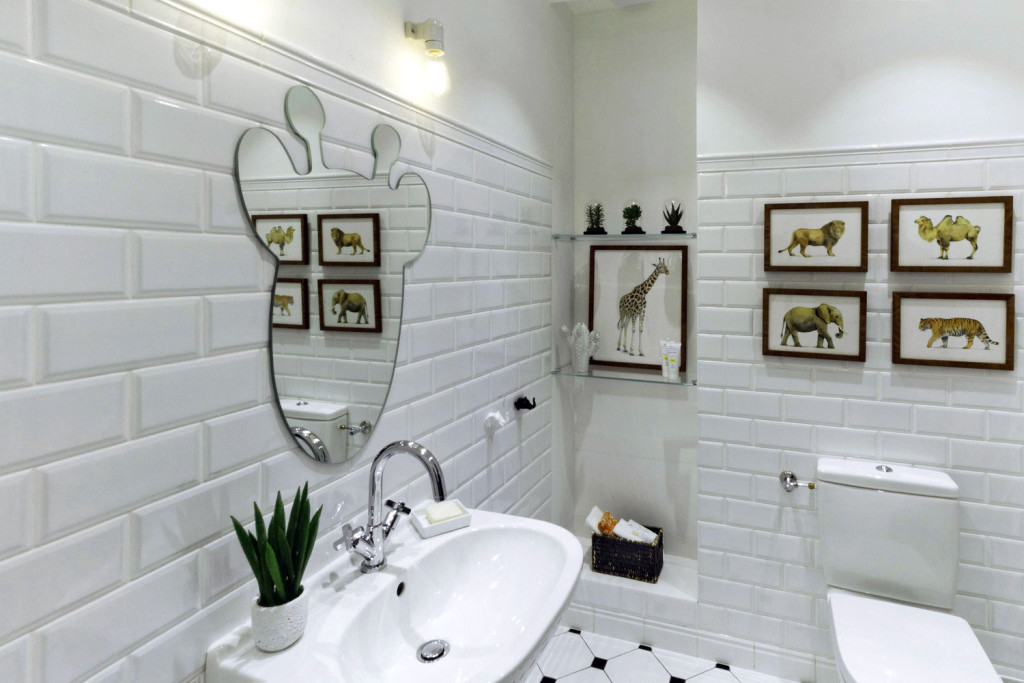 Кирпичная стена в дизайне интерьера ванной комнаты4
