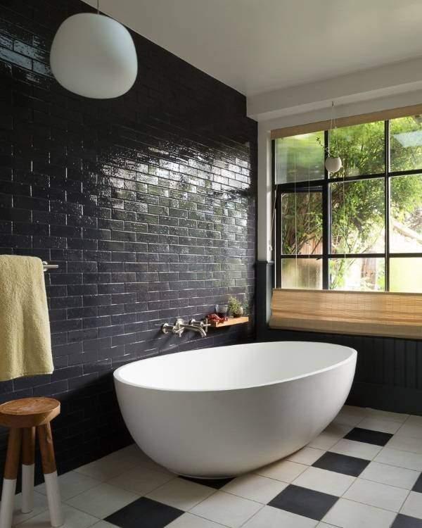 Кирпичная стена в дизайне интерьера ванной комнаты5