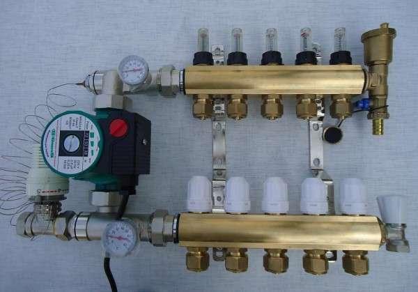 Комплектующие для водяного теплого пола: материалы и оборудование1