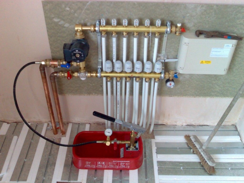 Комплектующие для водяного теплого пола: материалы и оборудование2