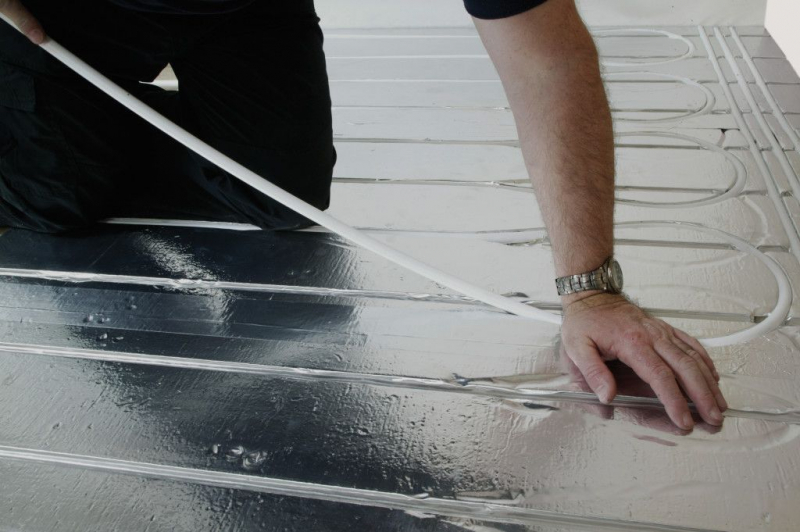 Комплектующие для водяного теплого пола: материалы и оборудование3
