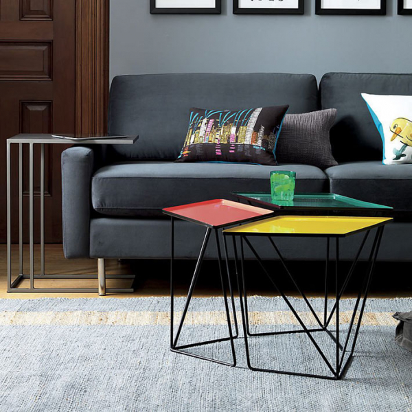 Композиции из модульных журнальных столиков в интерьере гостиной2