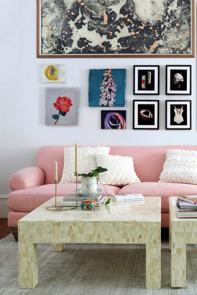 Композиции из модульных журнальных столиков в интерьере гостиной8