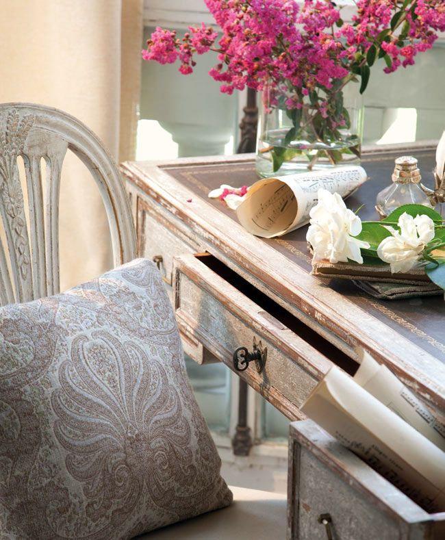 Красивая гостиная комната с налетом винтажности (дизайнер isabel flores)2