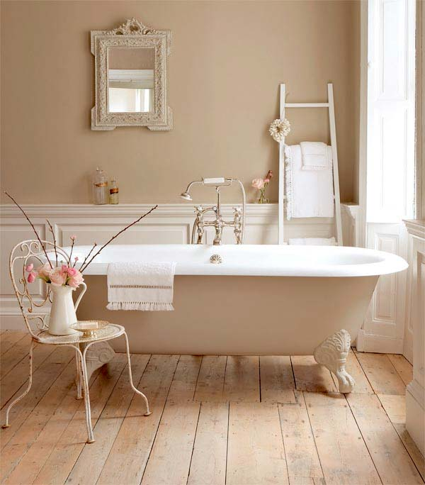 Красивая и элегантная ванна на ножках0