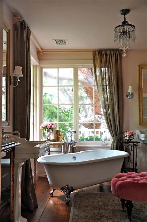 Красивая и элегантная ванна на ножках5